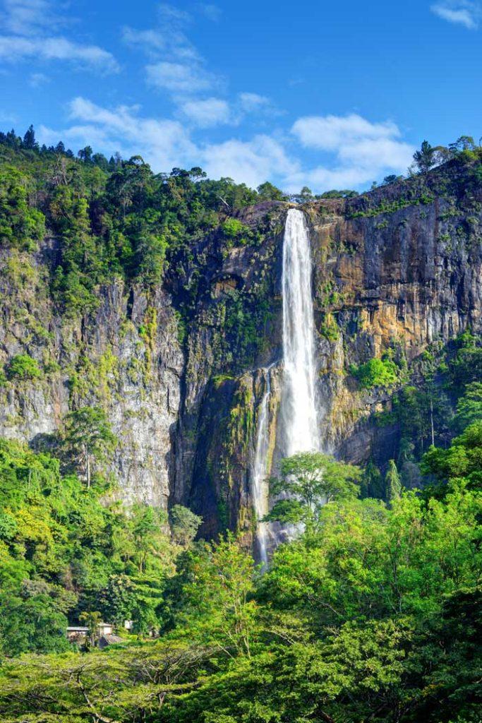 Smukt vandfald på Sri Lanka