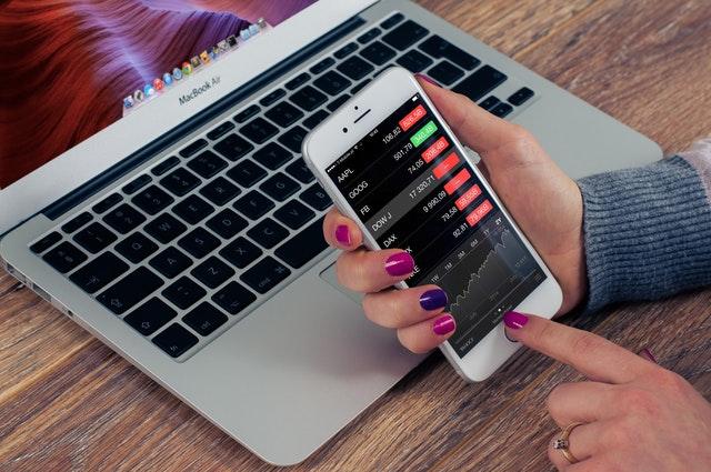 Aktier i udlandet - Sådan køber du aktier med en online børsmægler